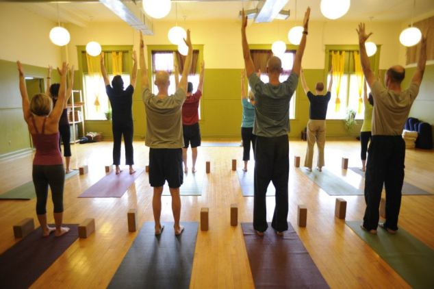 reaching up yoga class image